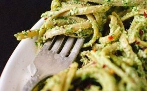 Hemp pesto with hemp seeds